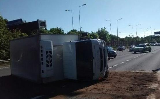M4 - J4-J4B - Overturned Lorry